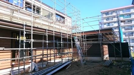 『風致地区の店舗併用住宅』板張りの外壁が仕上がりました。_e0197748_21594519.jpg