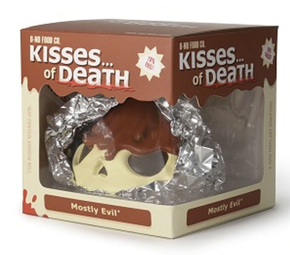 "4"" Skull Kisses of Death Standard Edition by Andrew Bell_e0118156_12332435.jpg"