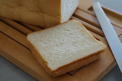 パンと一緒にお待ちしています_f0078756_14035801.jpg