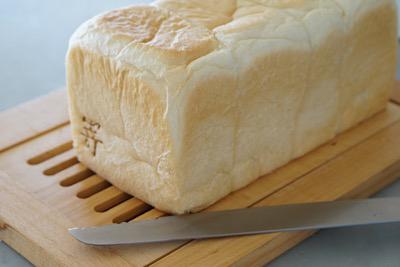 パンと一緒にお待ちしています_f0078756_14061746.jpg
