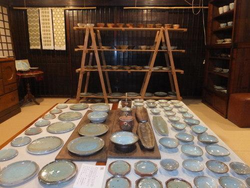 陶房石・水色の器~1_d0336460_05325251.jpg