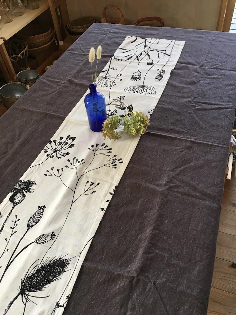 『再入荷した砥部焼「陶房遊」の器たち』&『テーブルは秋のしつらえに』_c0334574_16160296.jpg