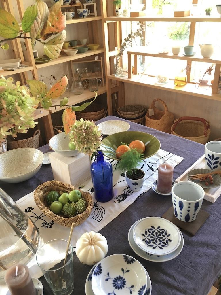 『再入荷した砥部焼「陶房遊」の器たち』&『テーブルは秋のしつらえに』_c0334574_16193047.jpg