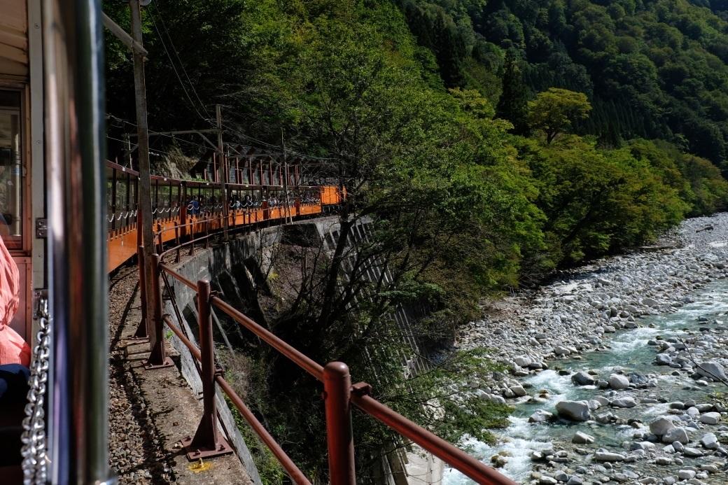 黒部峡谷トロッコ電車 <1> トンネルを抜けると 2019・10・07_e0143883_17050211.jpg