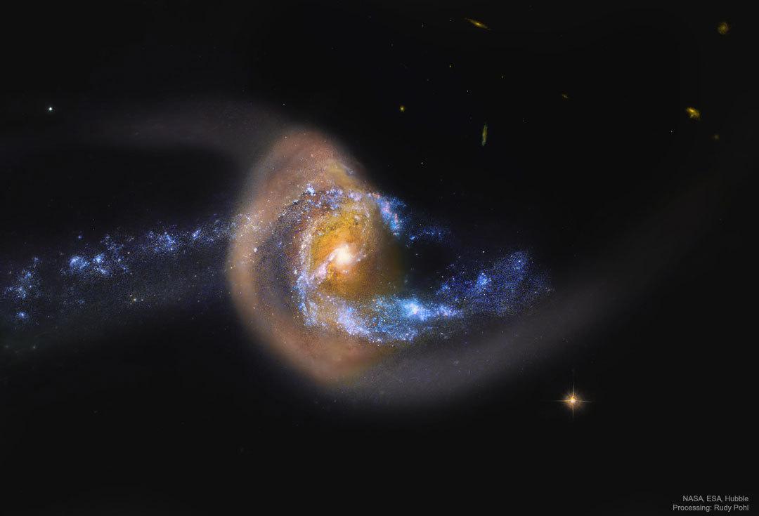 ハッブル宇宙望遠鏡が捉えたうお座の衝突銀河銀河Arp284_d0063814_12470909.jpg