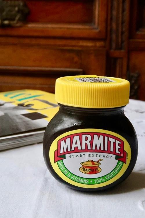 不思議な味、でも癖になるマーマイト_f0380234_19260323.jpg