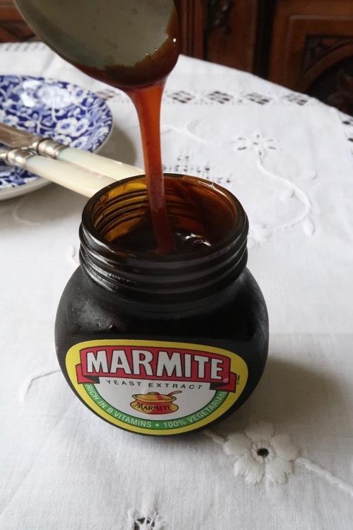 不思議な味、でも癖になるマーマイト_f0380234_19261468.jpg