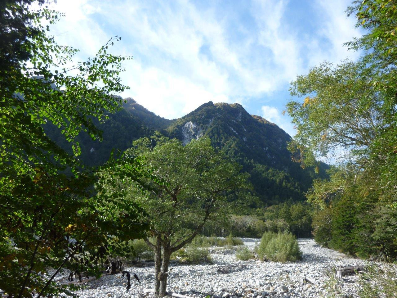 10/6 (日) 秋色の涸沢カール ① 横尾まで_b0298935_17535221.jpg