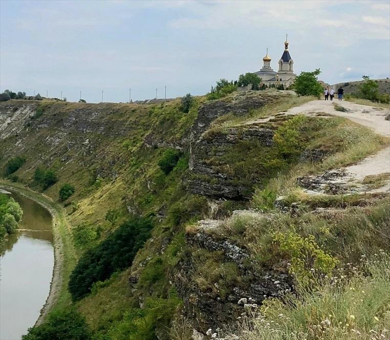 旧オルヘイ洞窟修道院@モルドヴァ_a0092659_20035408.jpg