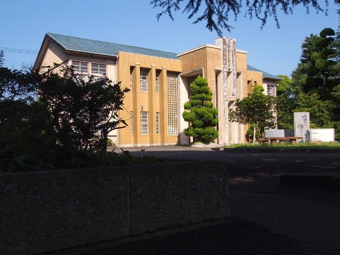 新田高校たちばな館(旧新田中学本館)_f0116479_18492237.jpg