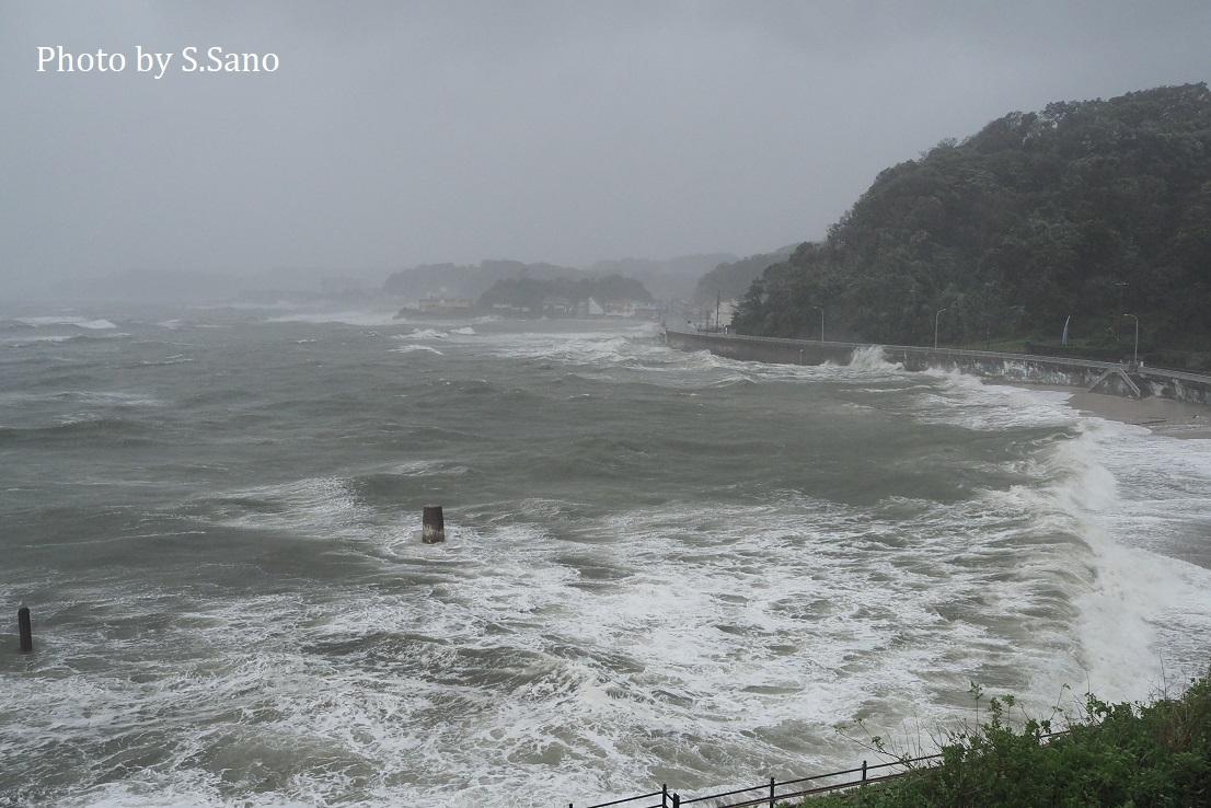台風19号迫る!_b0348205_22352374.jpg