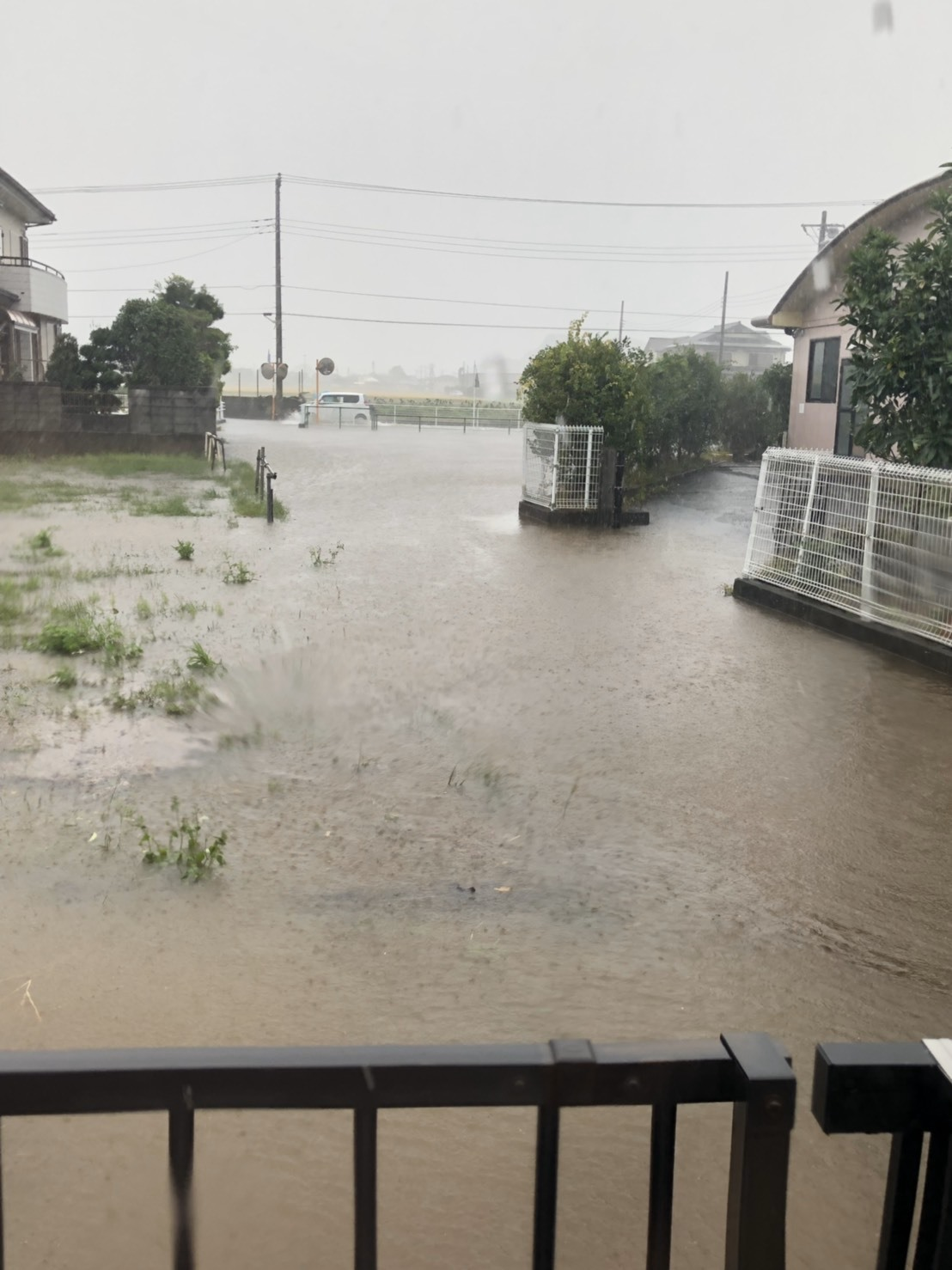 台風19号... 閉め切りの家で過ごす1日_f0354014_13482394.jpg