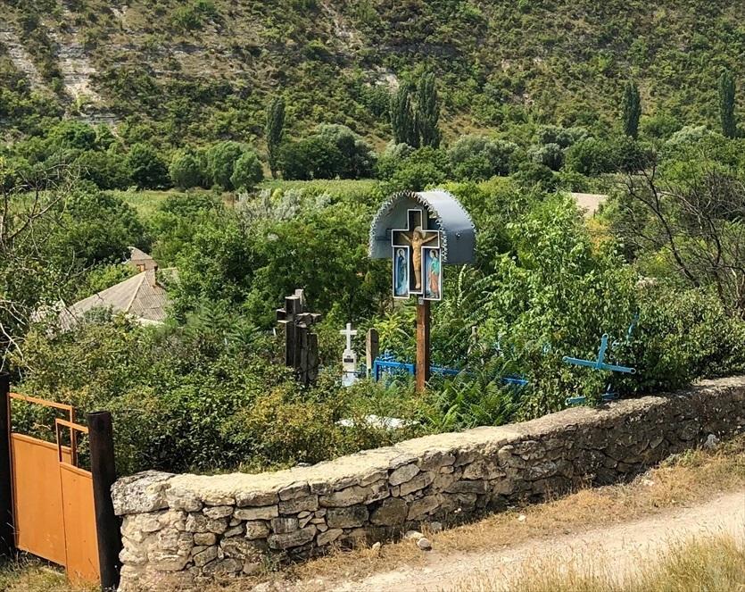 旧オルヘイ洞窟修道院@モルドヴァ_a0092659_00182176.jpg