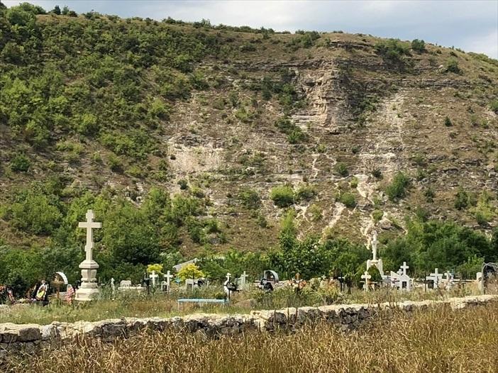 旧オルヘイ洞窟修道院@モルドヴァ_a0092659_00183113.jpg