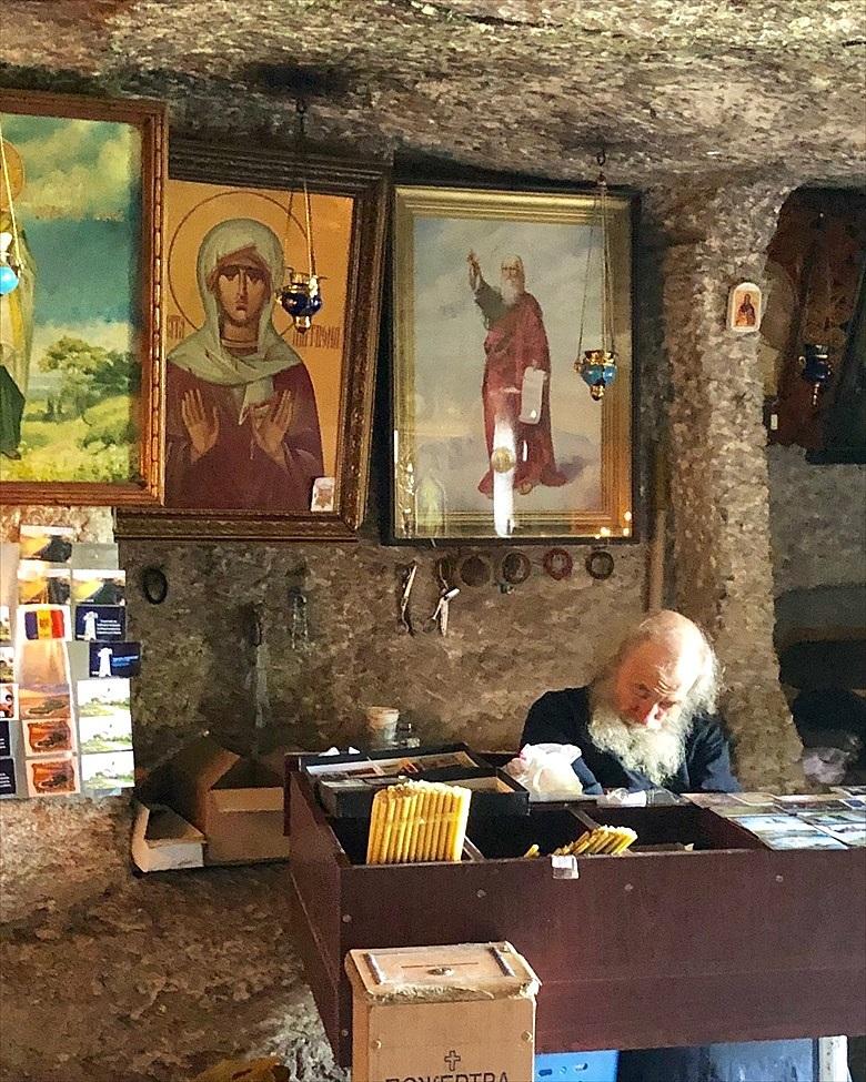 旧オルヘイ洞窟修道院@モルドヴァ_a0092659_13553155.jpg