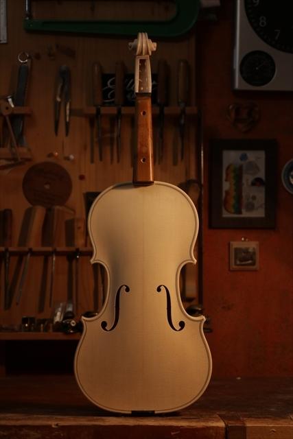 弦楽器フェアのご紹介と、ホワイトヴァイオリン_d0047461_14275302.jpg