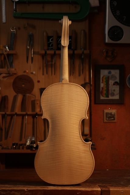弦楽器フェアのご紹介と、ホワイトヴァイオリン_d0047461_14280440.jpg