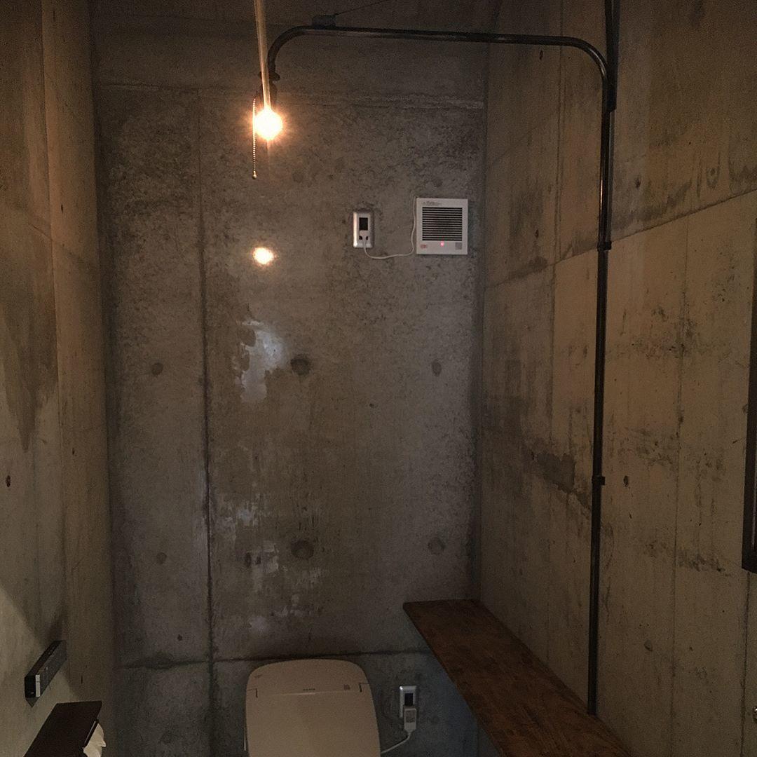 むき出しのコンクリートの階段と壁_d0335577_20461334.jpeg