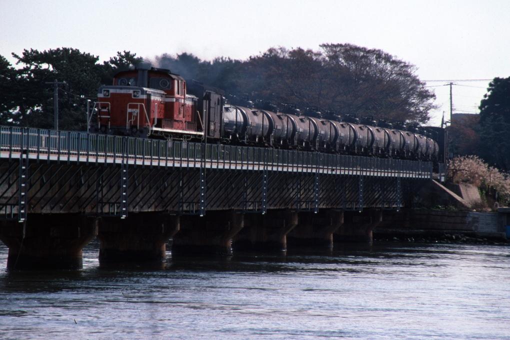船越水道を渡った列車_b0190710_16125971.jpg