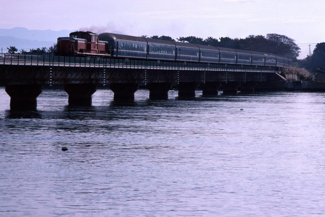 船越水道を渡った列車_b0190710_16130008.jpg