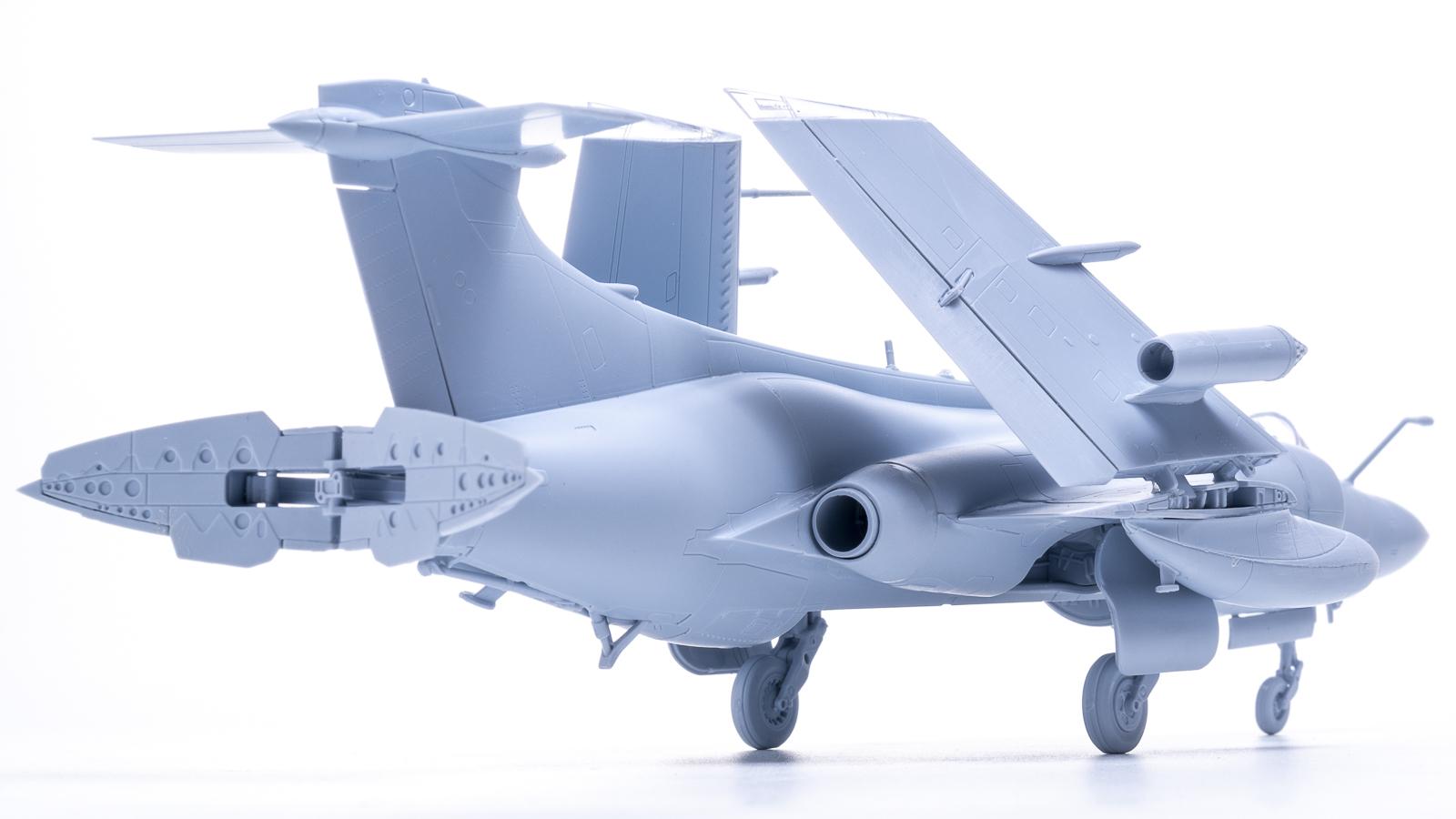 人生でいちばん好きな飛行機のプラモが新発売された人の話_b0029315_17573540.jpg