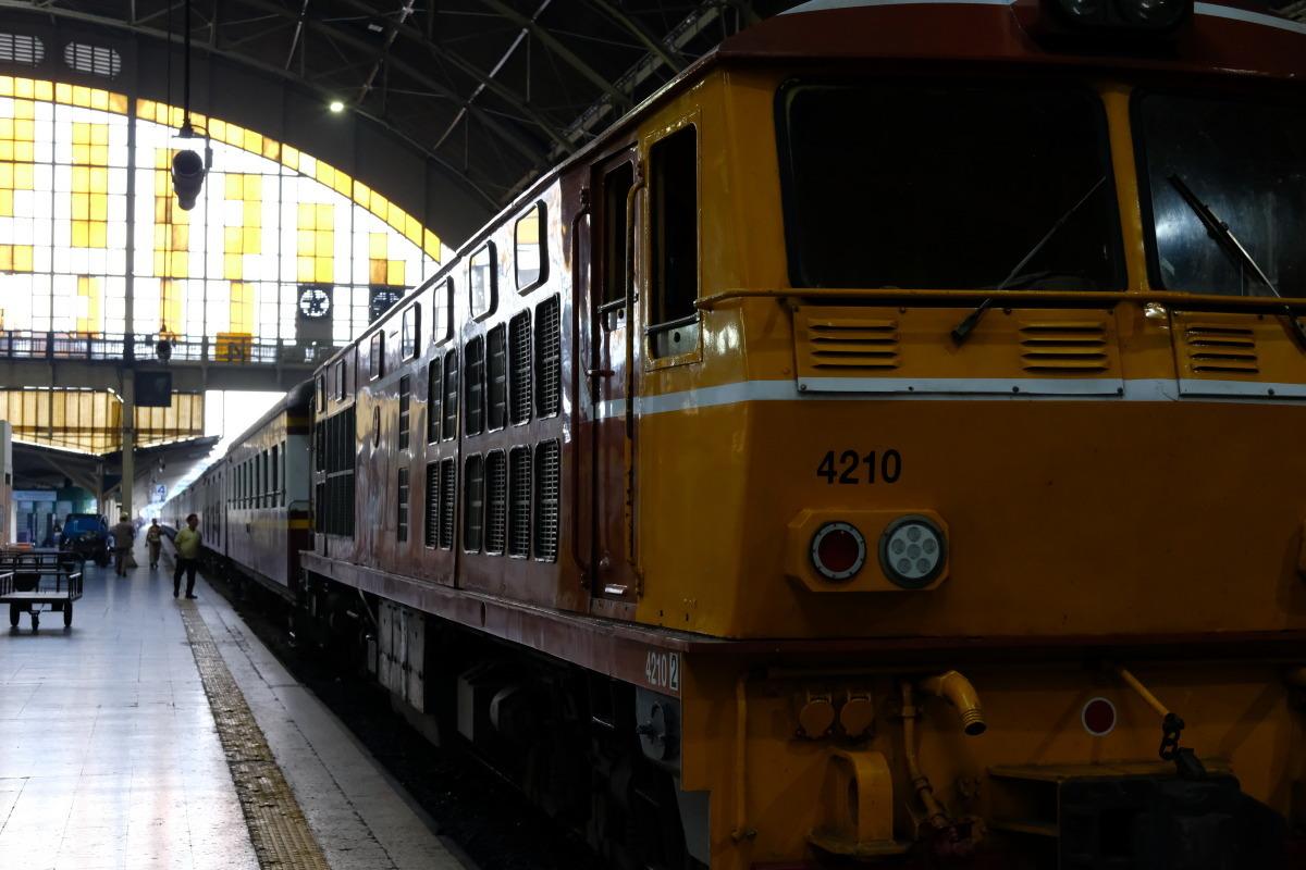 バンコク  思い出のホワランポーン・ステイション(Hua Lamphong Station)_b0061717_00043043.jpg