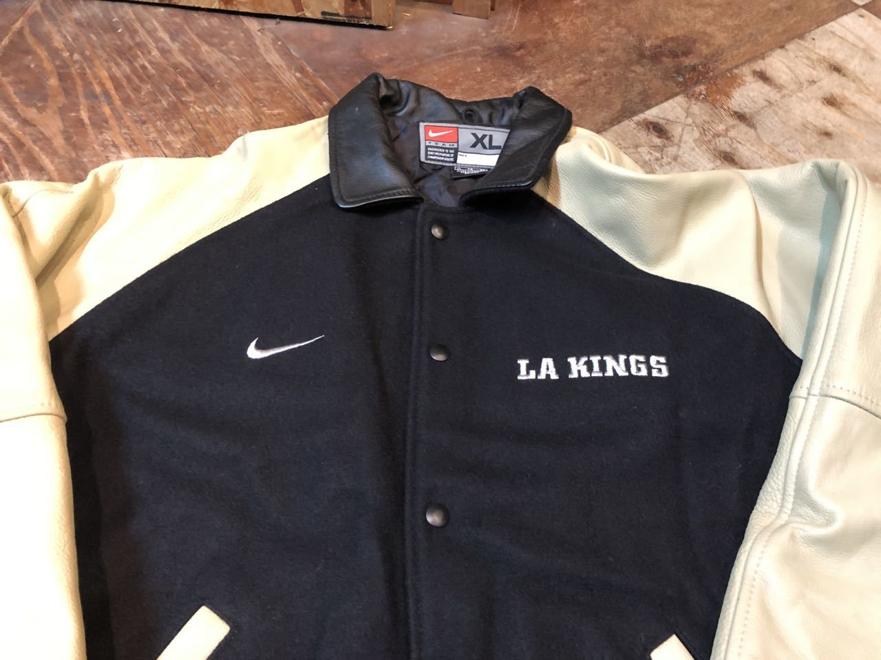 10月14日(月)入荷!MADE IN CANADA NIKE L.A KINGS スタジャン!_c0144020_13380600.jpg