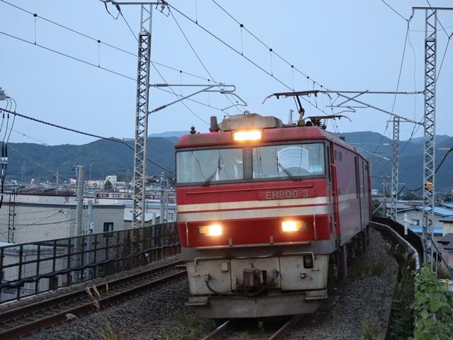 藤田八束の鉄道写真@青い森鉄道、ライトが生かしている列車の美しさを撮る、貨物列車桃太郎・レッドサンダーのヘッドライトを写真で追う_d0181492_22345417.jpg