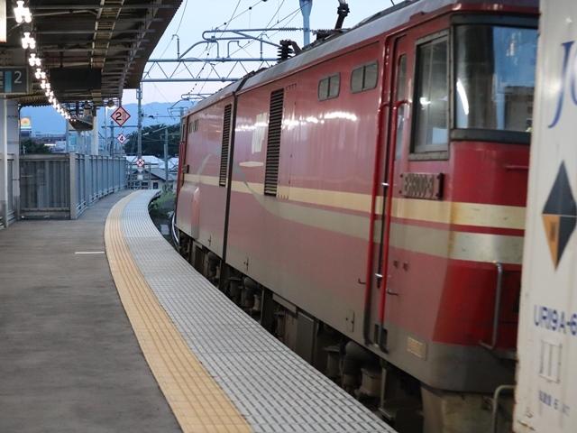 藤田八束の鉄道写真@青い森鉄道、ライトが生かしている列車の美しさを撮る、貨物列車桃太郎・レッドサンダーのヘッドライトを写真で追う_d0181492_22350414.jpg