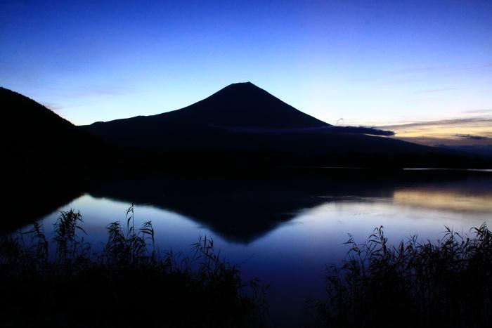 令和元年10月の富士(10)田貫湖夜明け前の富士_e0344396_14482674.jpg