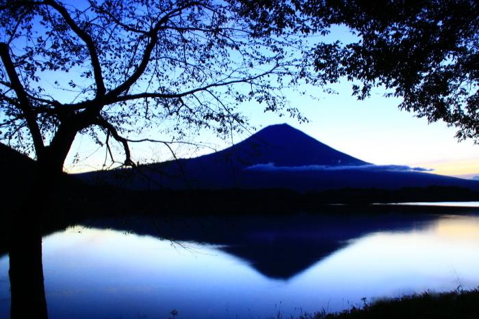 令和元年10月の富士(10)田貫湖夜明け前の富士_e0344396_14484291.jpg