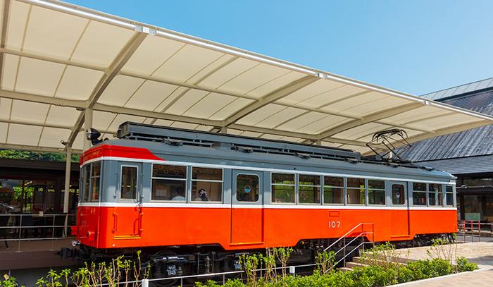 引退した箱根登山電車「モハ1形107号」がカフェになっていました。_b0145398_23255306.jpg