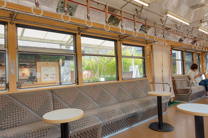 引退した箱根登山電車「モハ1形107号」がカフェになっていました。_b0145398_23313242.jpg