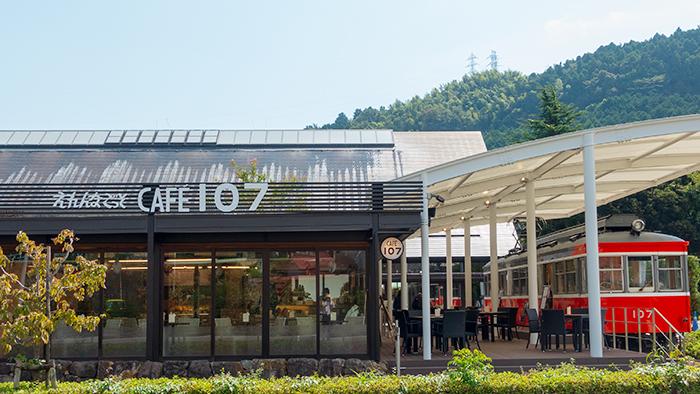 引退した箱根登山電車「モハ1形107号」がカフェになっていました。_b0145398_23332070.jpg