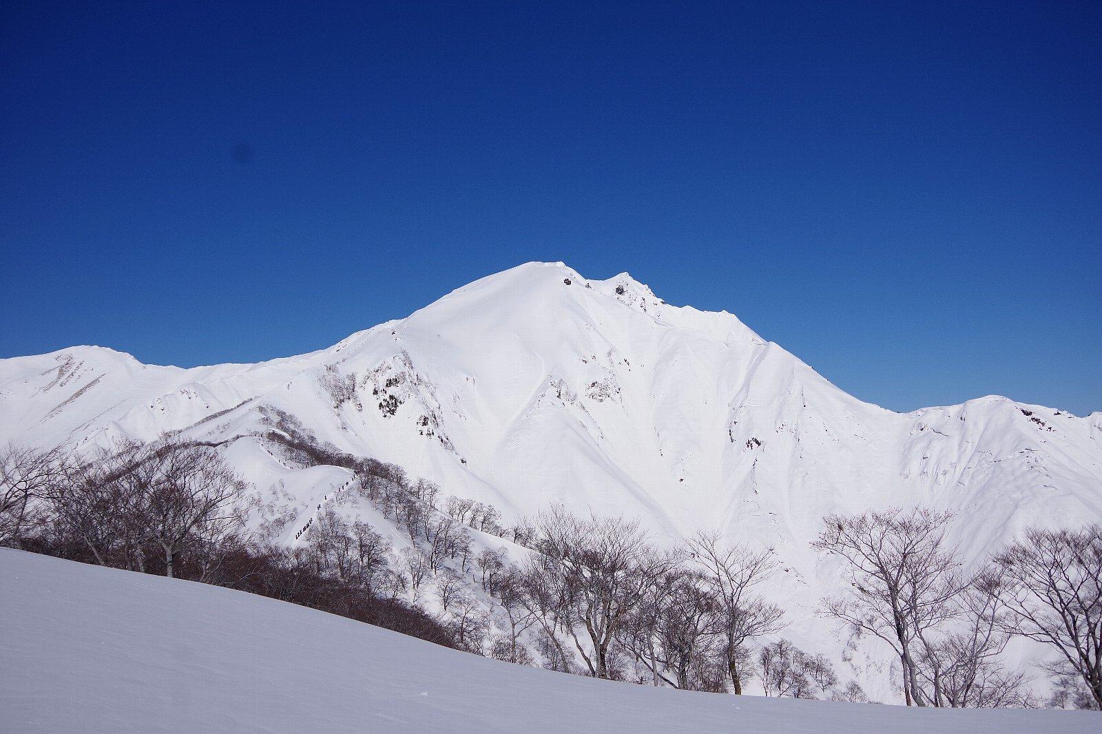 谷川岳ブルー!_a0165316_16353825.jpg