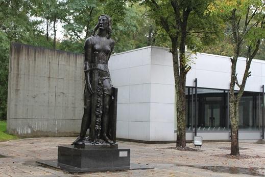 街角美術館 帯広美術館、百年記念館で出会った彫刻_f0362073_17003621.jpg