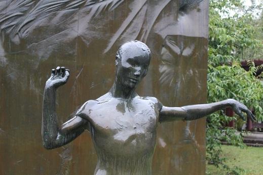 街角美術館 帯広美術館、百年記念館で出会った彫刻_f0362073_17023394.jpg
