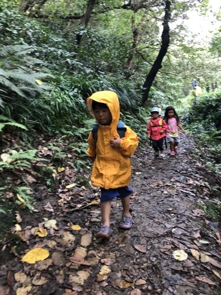 台風前日の披露山公園(2歳組)_b0310894_19043116.jpeg