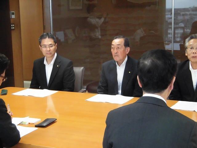 友好4会派で、小長井市長に「令和2年度予算編成に向けての要望書」を提出_f0141310_07592386.jpg