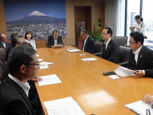 友好4会派で、小長井市長に「令和2年度予算編成に向けての要望書」を提出_f0141310_07592907.jpg