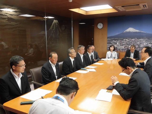 友好4会派で、小長井市長に「令和2年度予算編成に向けての要望書」を提出_f0141310_07593640.jpg