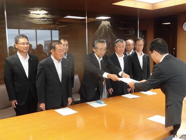 友好4会派で、小長井市長に「令和2年度予算編成に向けての要望書」を提出_f0141310_07594594.jpg