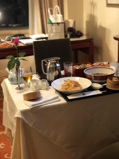 ディナーはルームサービスよね @帝国ホテル_f0215324_00230396.jpg