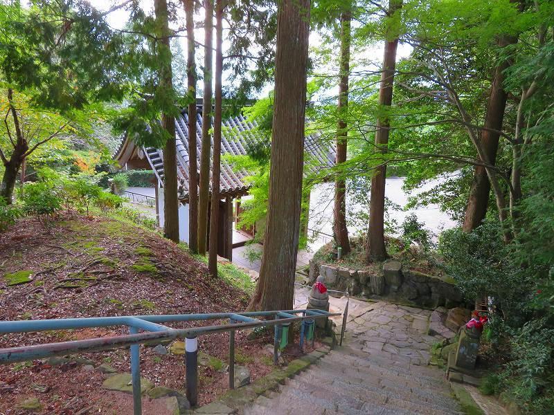 花山院の境内と花山法王の御廟所20181017_e0237645_07402762.jpg