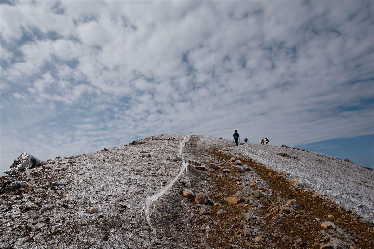 久しぶりに雌阿寒岳の山頂へ!_b0281366_19571832.jpg