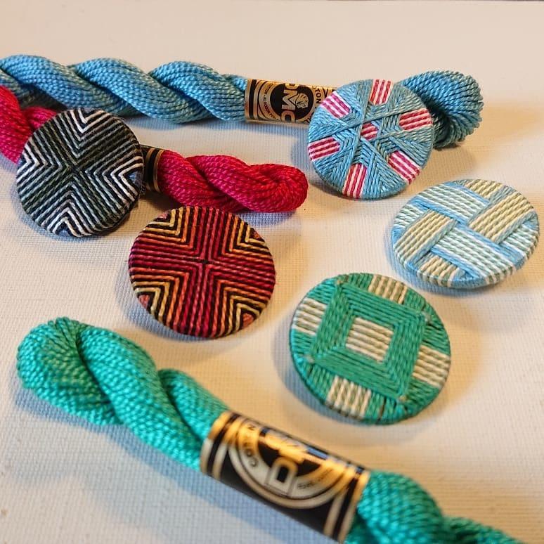 糸ボタンとスウェーデン刺しゅう コラボ作品_f0361510_11342161.jpg