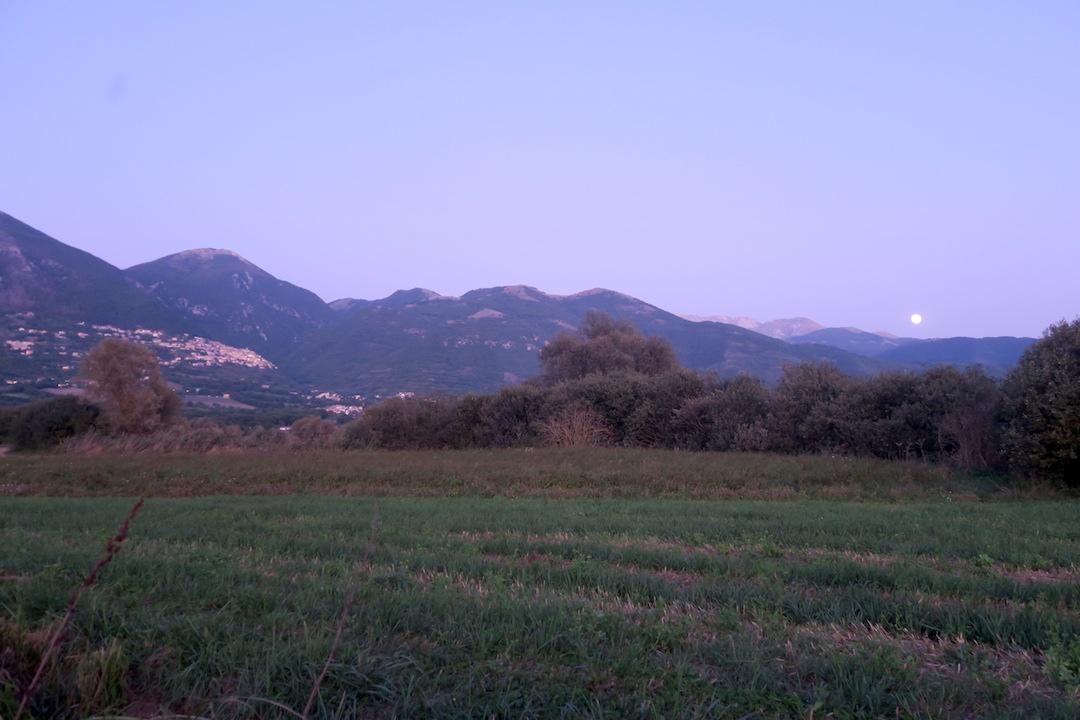 夜明かりと月に美しスポレート_f0234936_5441771.jpg