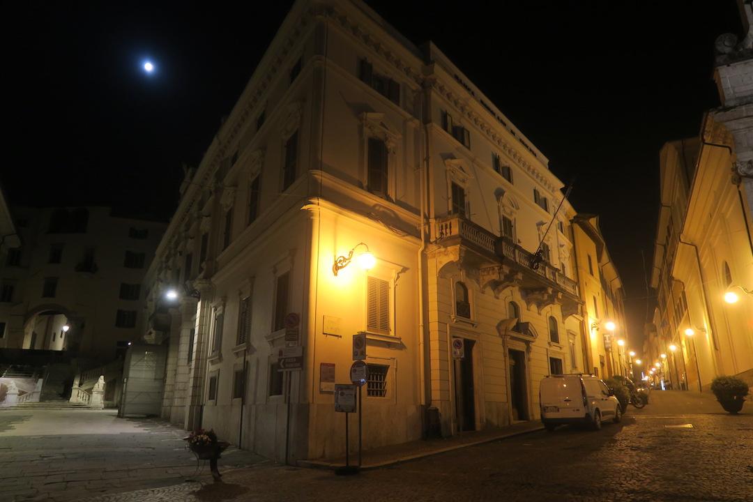 夜明かりと月に美しスポレート - イタリア写真草子 Fotoblog da Perugia