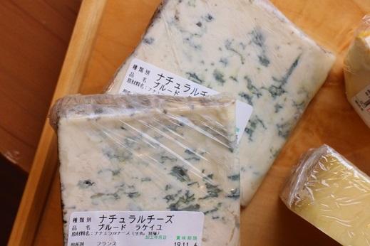 チーズ入荷しました_b0016474_16115882.jpg
