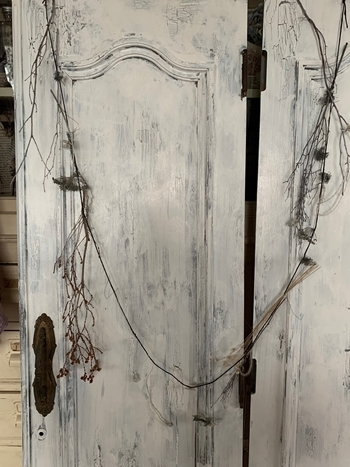 お金のかからないDIY 拾った扉をアンティークドア風にペイント~_e0237680_16170707.jpg